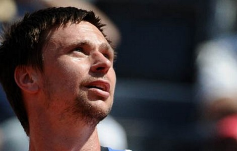 Sweden's Robin Soderling  looks upwards during play against Paolo Lorenzi of Italy during their ATP Tennis Rome Masters game on April 28, 2010 in Rome. AFP PHOTO / TIZIANA FABI (Photo credit should read TIZIANA FABI/AFP/Getty Images)